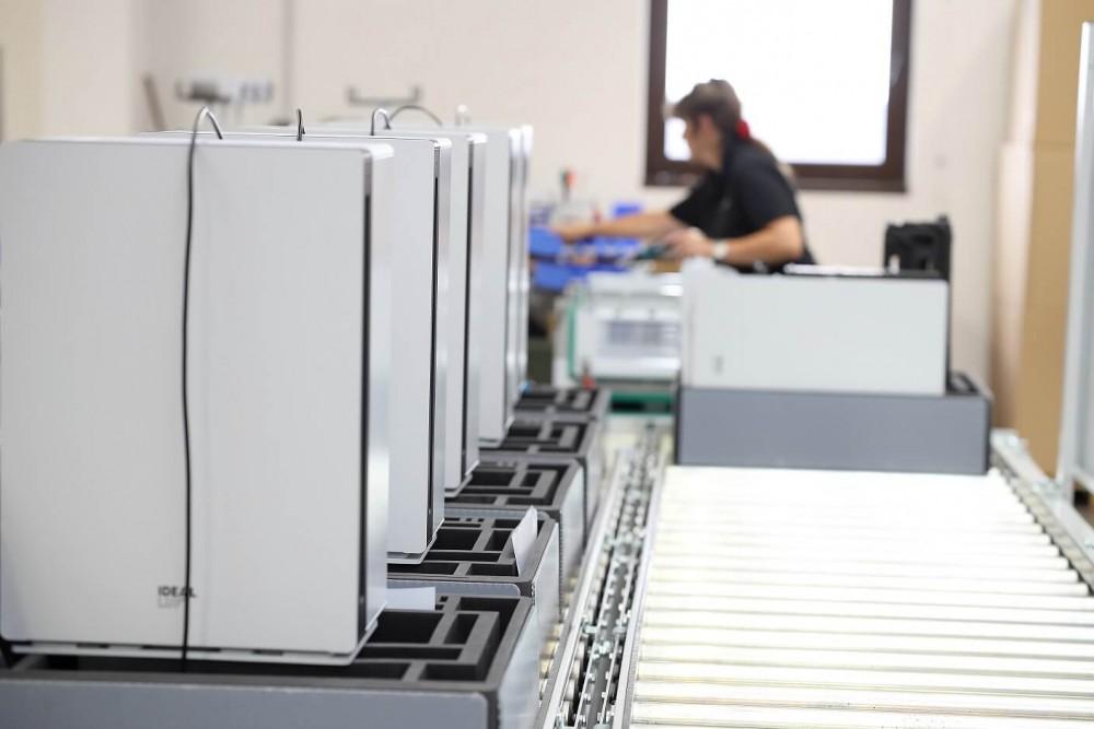 Čistička vzduchu Ideal AP60 PRO ve výrobním závodě